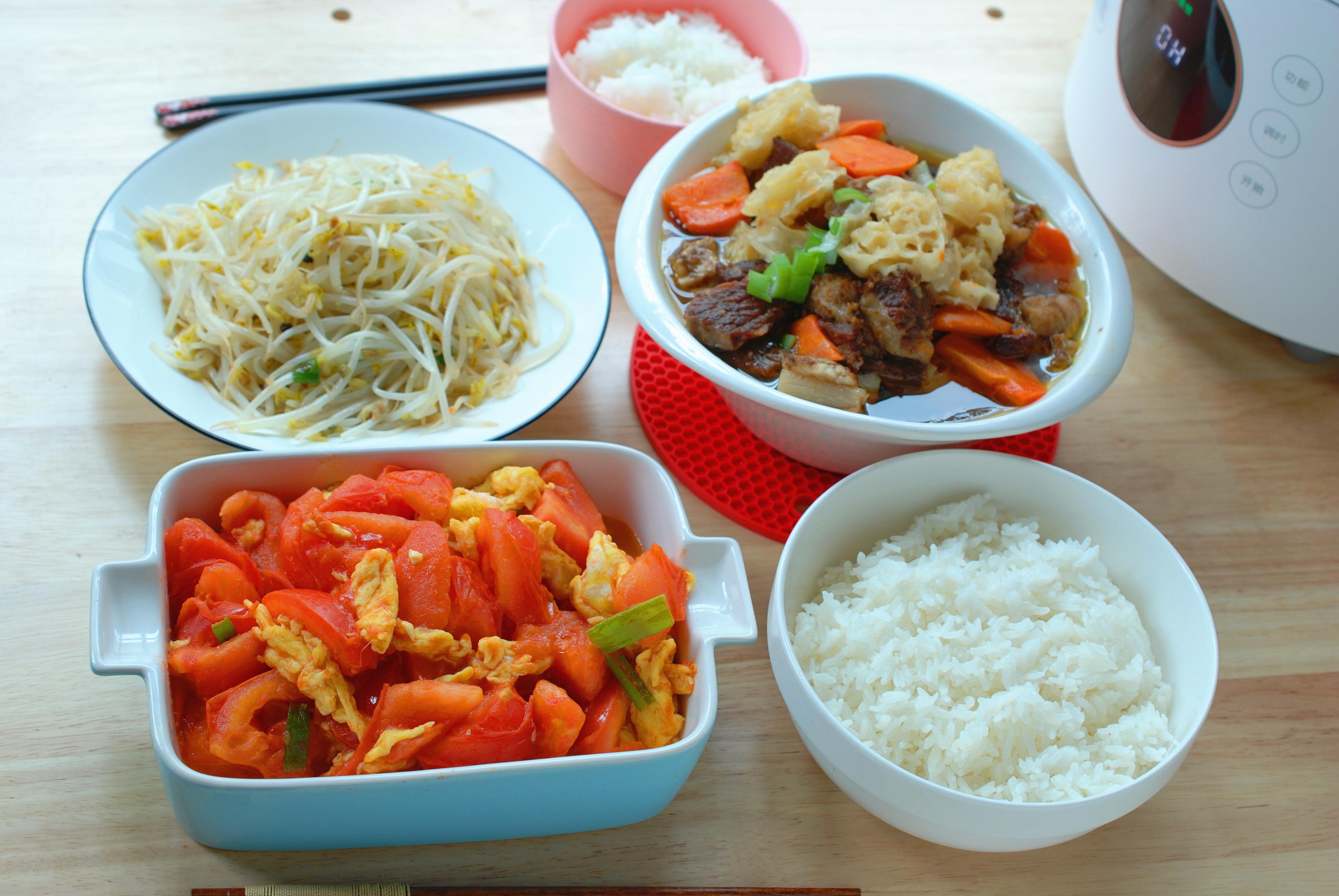 70后母子俩的午餐,3菜1主食,网友:这算丰盛还是简单?