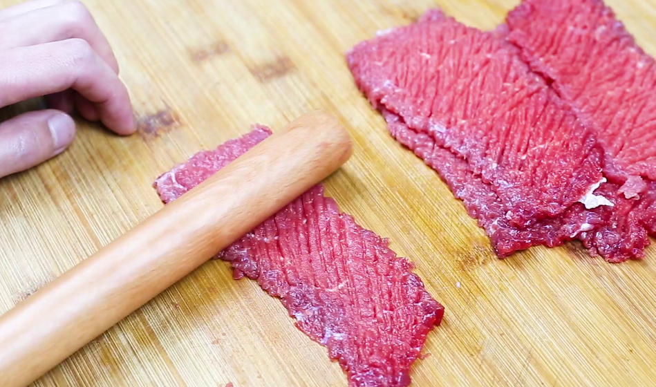 新鲜牛肉能做牛排吗?学会这个方法,搭配上番茄酱,焦香味酸甜 美食做法 第3张