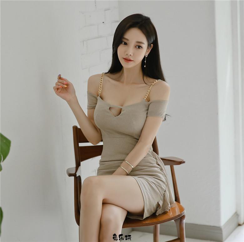 孙允珠:巴黎庄园灰褐泛青华尔兹礼裙