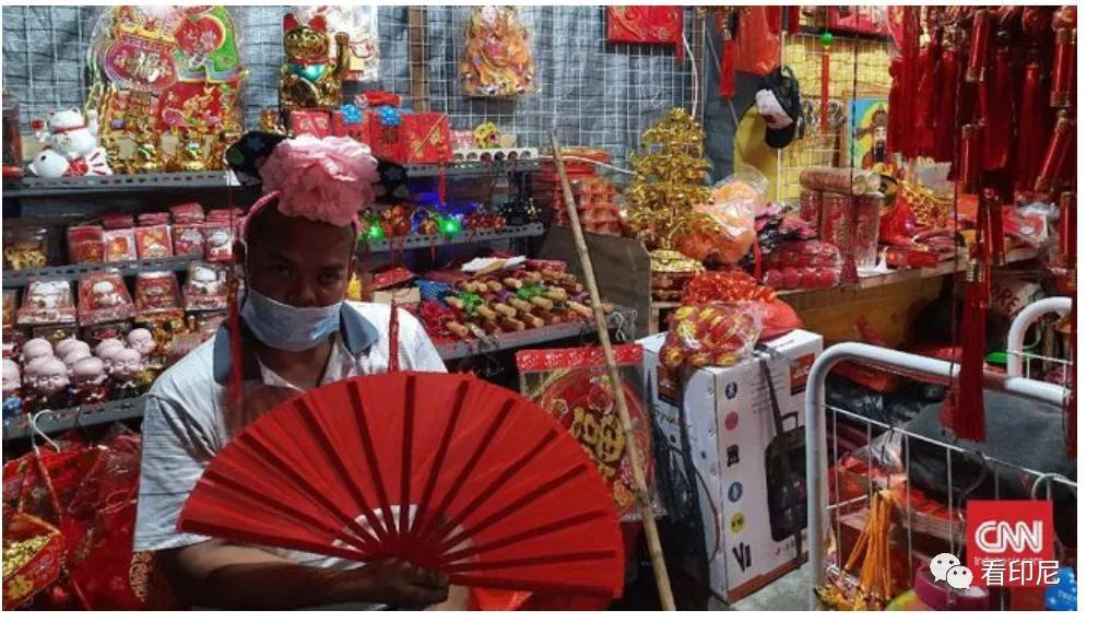 春节印尼年货商人乌丁的诉苦