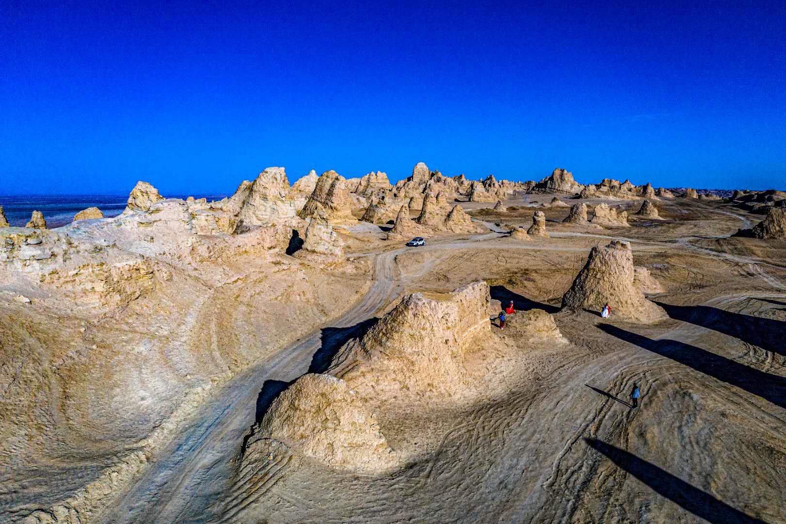 可可西里-茫崖翡翠湖-艾肯泉-俄博梁-水上雅丹6日摄影团