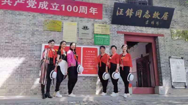 学党史 传基因 英才易合艺术团户外拓展活动在蓝田举行