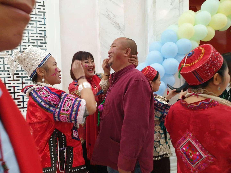 国庆期间京城演绎了一场苗族文化盛宴 苗族姑娘的苗族婚礼