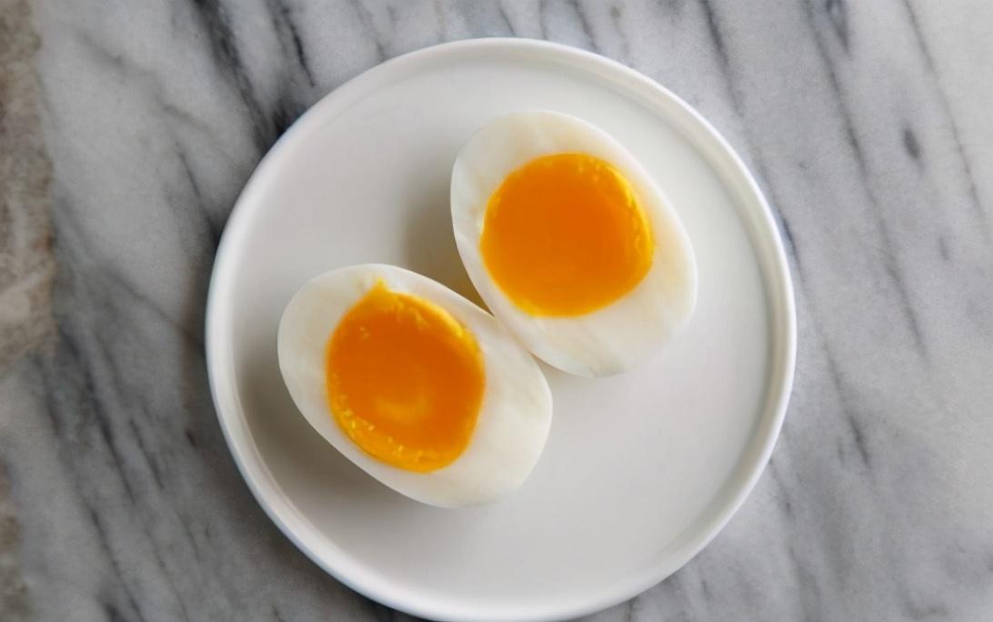 煮鸡蛋,不要只会用清水煮,牢记三个窍门,鸡蛋鲜嫩不老也好剥 美食做法 第7张