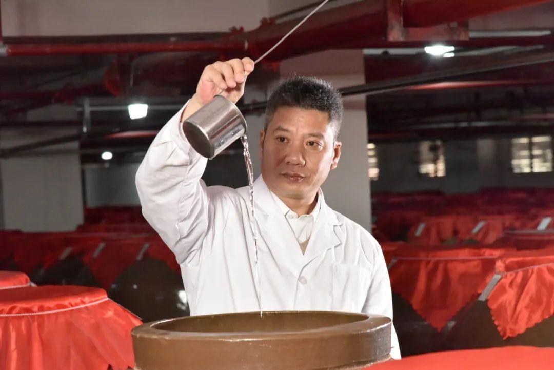夜郎古酒业荣获大师质量奖 余方强提出酱酒工艺艺术观