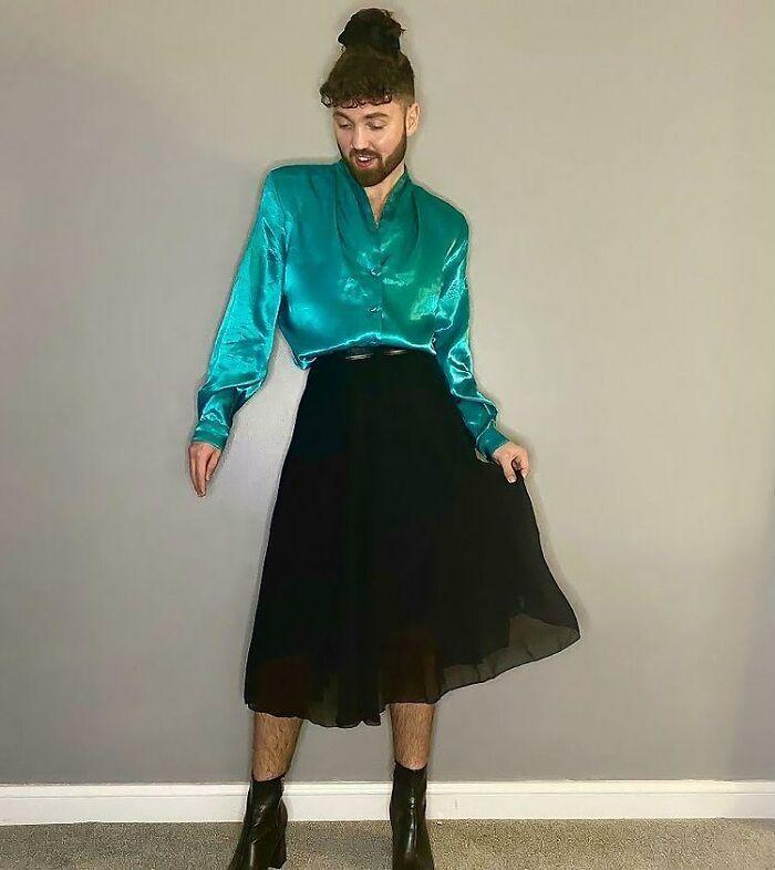 英国小哥打破偏见穿裙子涂口红,看上去毫无违和感