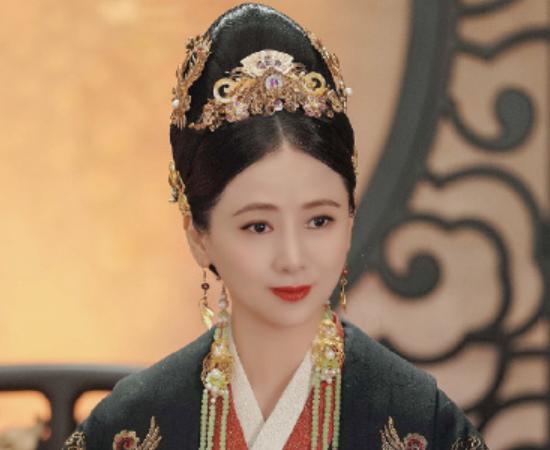 宋妍霏演一番女主,剧照看上去有点凶,而于波和翁虹都是童年回忆