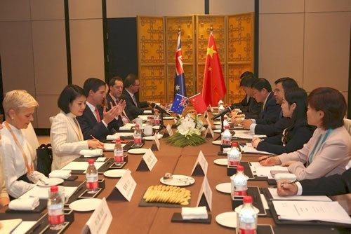 """损失将超5500亿!澳大利亚各界""""坐不住""""了,发声力挺中国"""