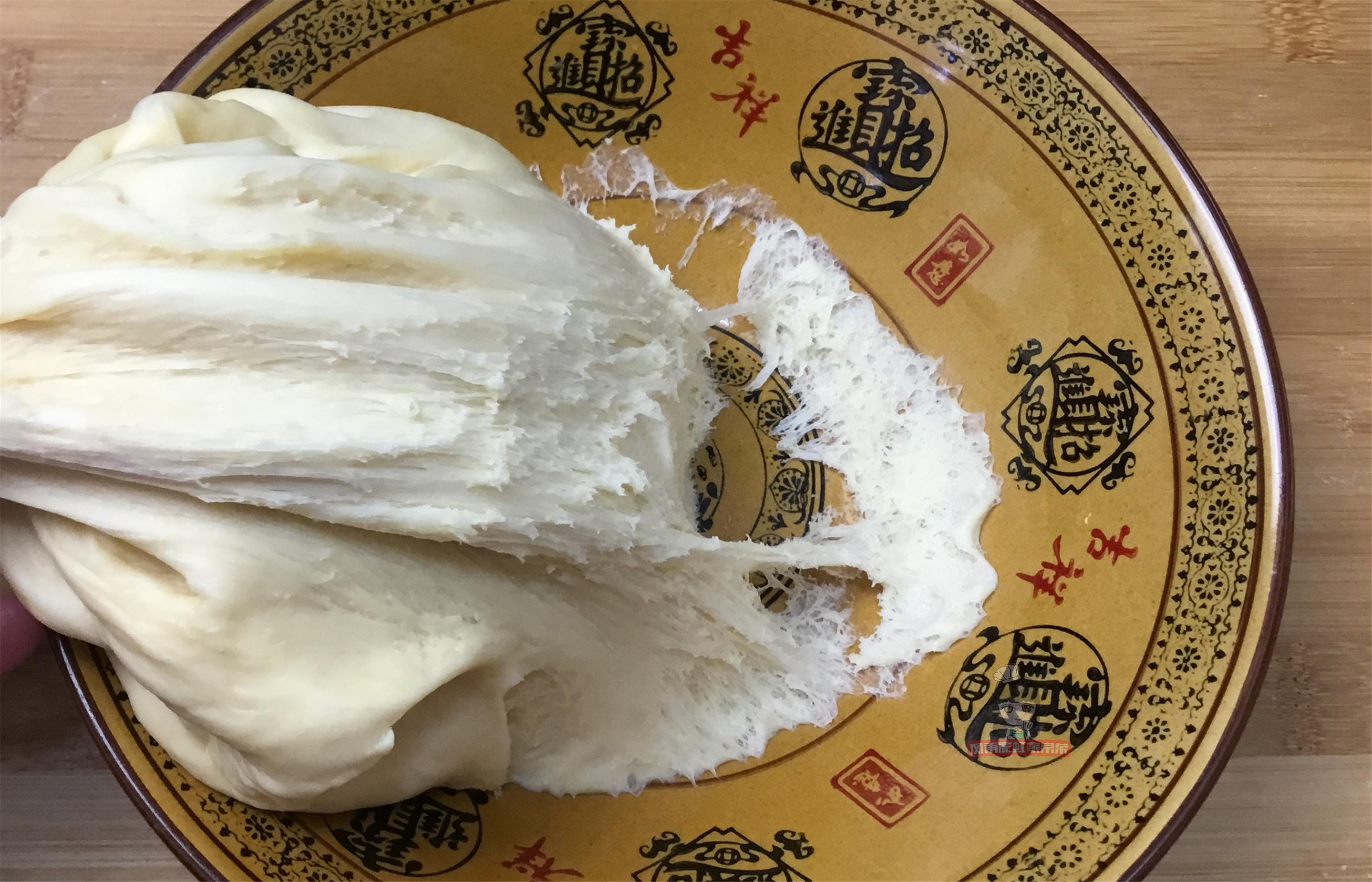 一碗麵粉,一包牛奶,掌握2個小技巧,在家也能做椰蓉小麵包
