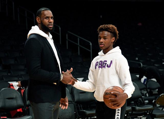終於等到這一天!詹姆斯奪冠後首次談到Bronny,結果出乎球迷們的意料!-黑特籃球-NBA新聞影音圖片分享社區