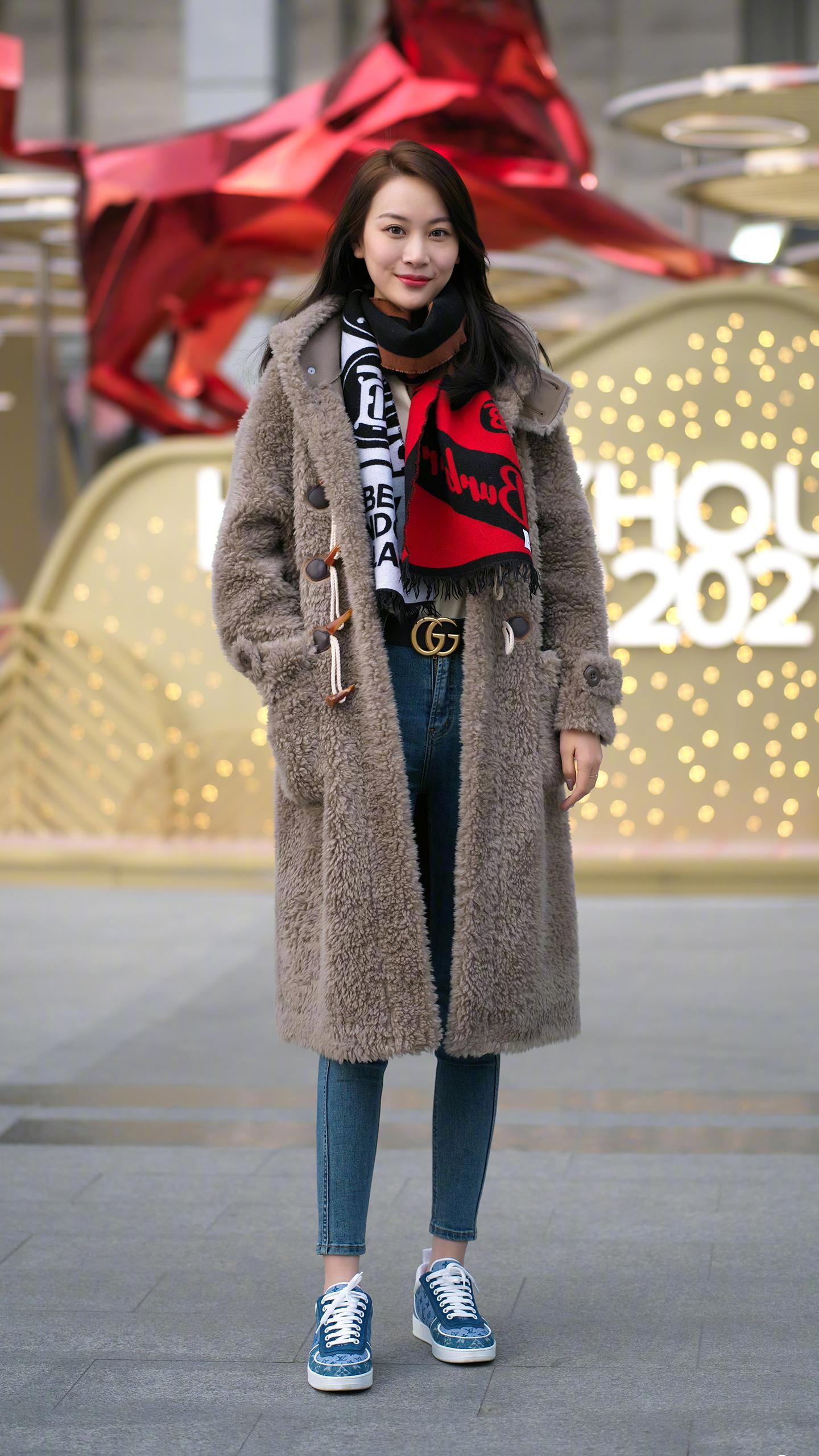 搭配冬裝不用太花哨,簡約風格的大衣就能讓你很優雅,撐起時尚感