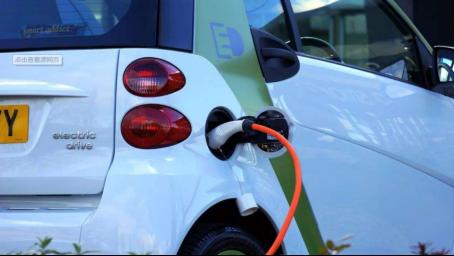 辰飞科技成功突破电池技术瓶颈,创新开启新能源汽车革命
