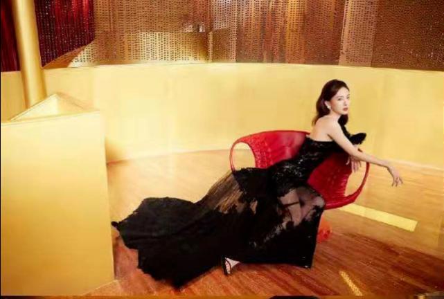 腾讯娱乐年度盛典,杨幂冷艳,李沁优雅,硬糖少女厉害了