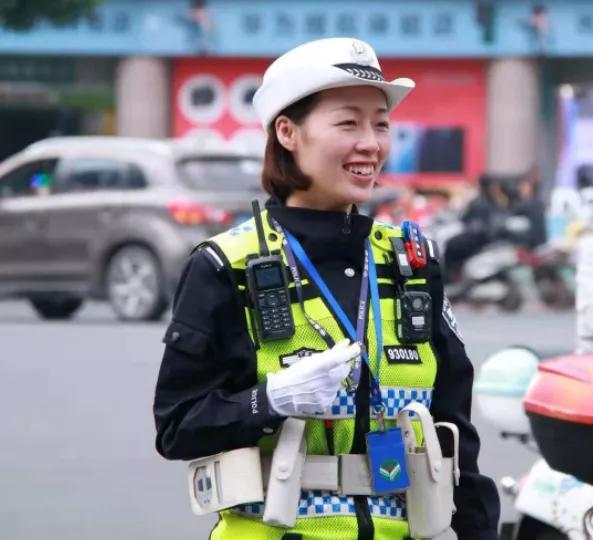 三八妇女节,看桂林交警巾帼警色