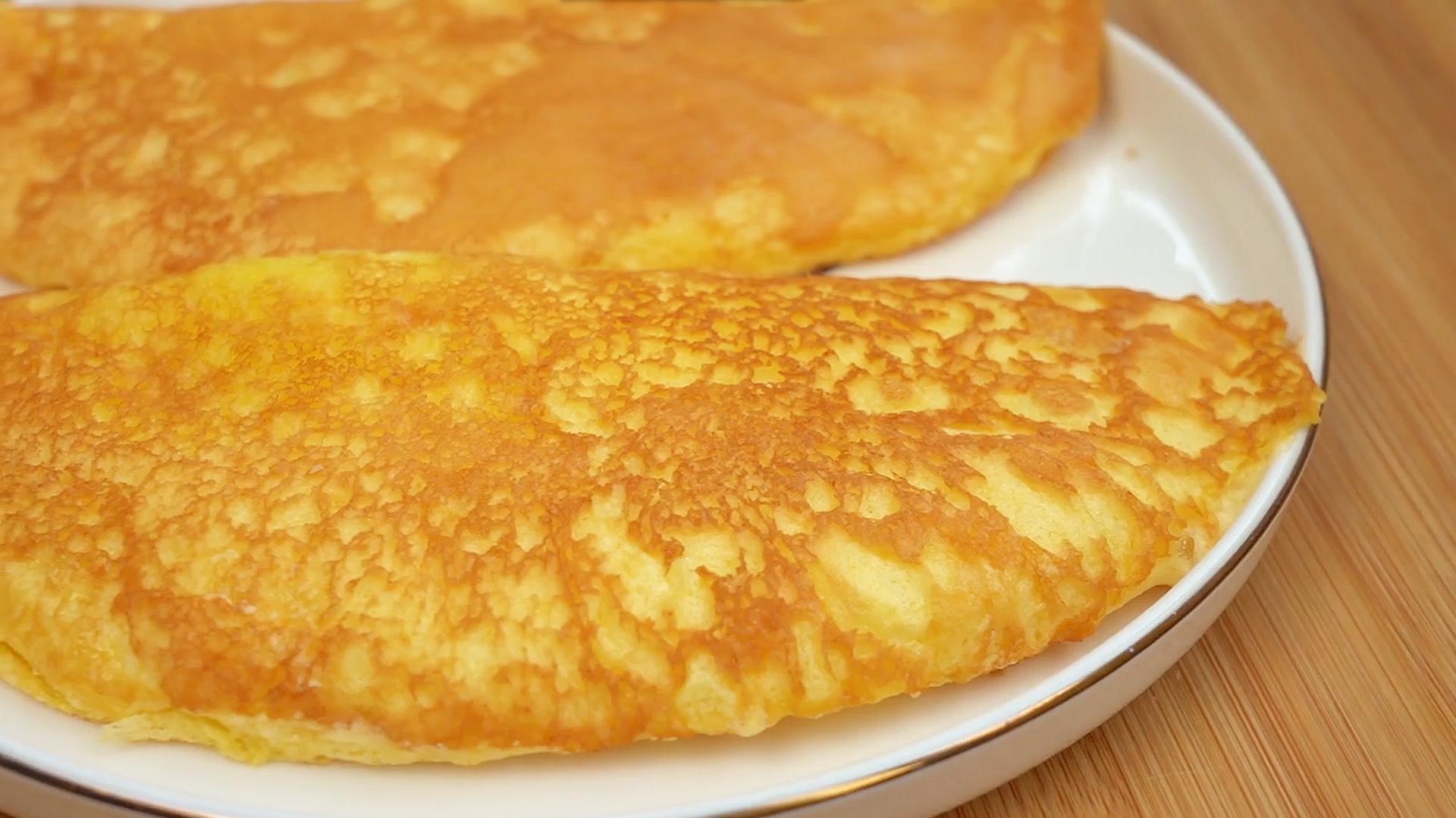3个鸡蛋不加面粉,教你做早餐,比烙饼简单,绵软细腻,入口即化 美食做法 第3张