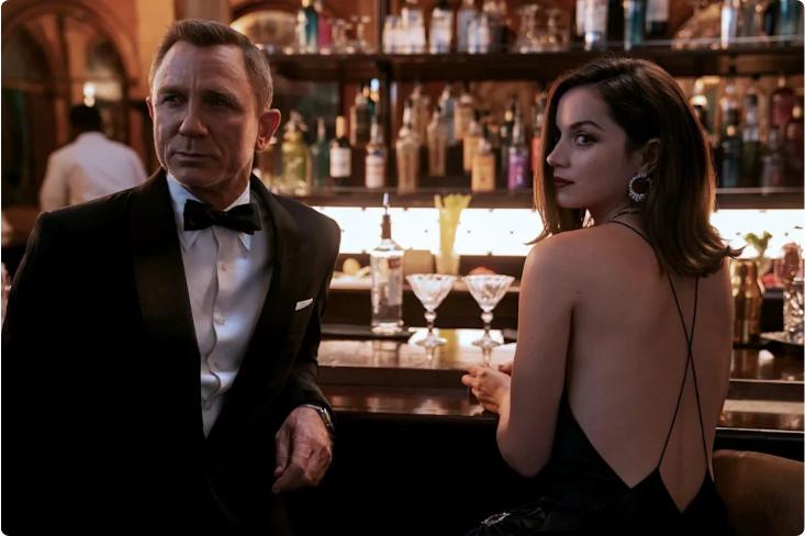 《007无暇赴死》影史最棒007 吸睛大亮点安娜·德·阿玛斯惊艳全场