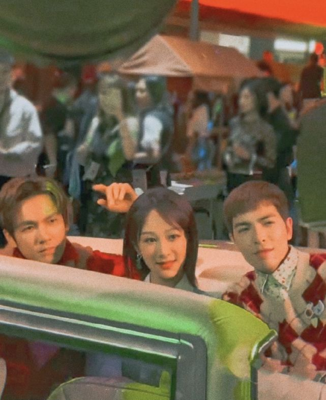杨紫钟汉良萧敬腾梦幻同框,组成晴雨雪气象团,坐豪车氛围感十足