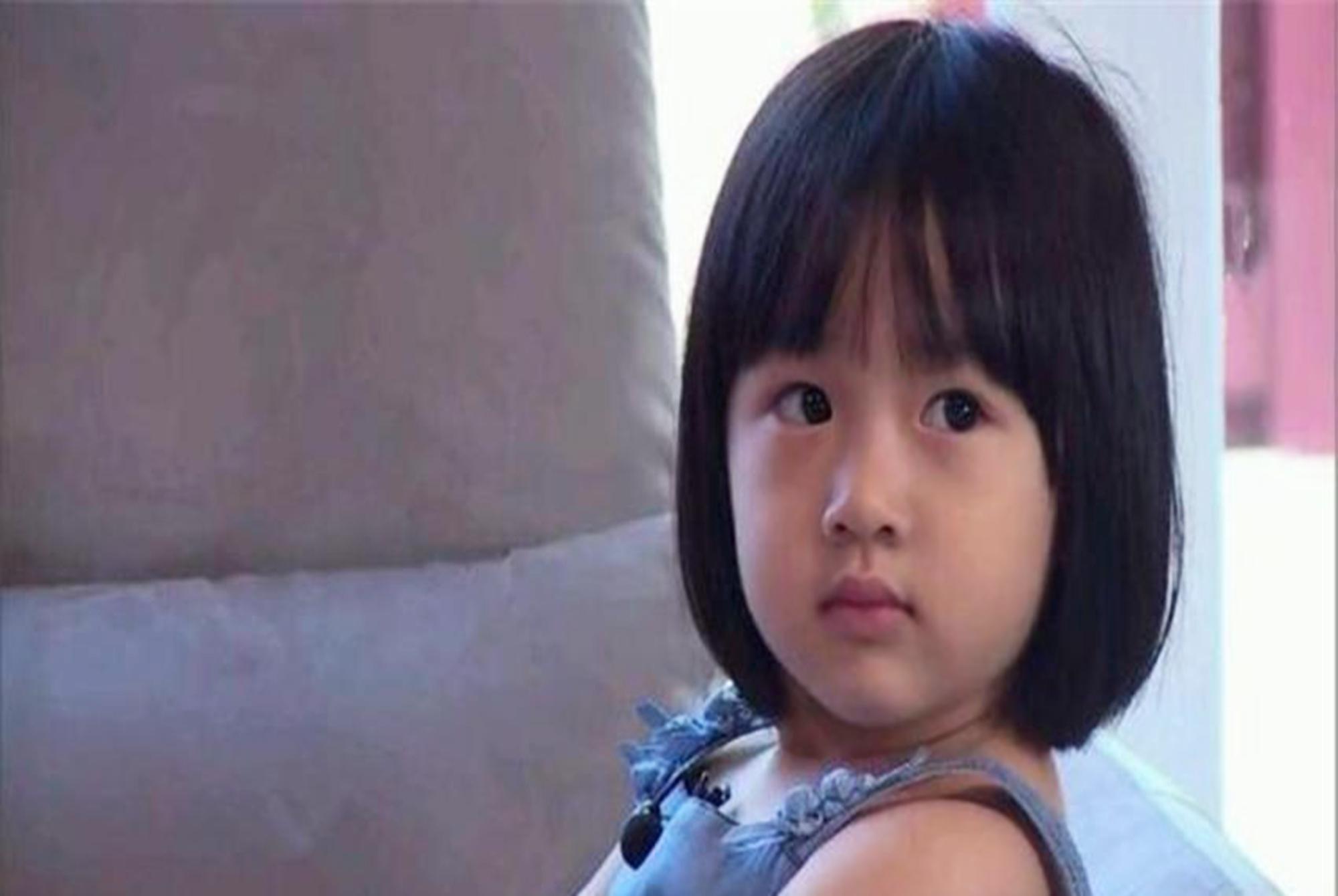 """有一種""""優秀""""叫吳尊女兒,在文萊國慶節登台演奏,家庭教育很贊"""