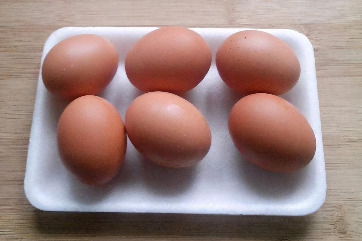 煮鸡蛋,不要只会用清水煮,牢记三个窍门,鸡蛋鲜嫩不老也好剥 美食做法 第3张