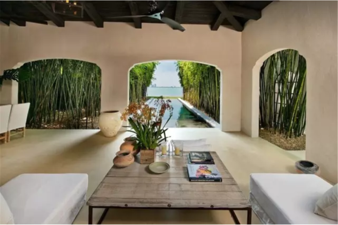 近4000㎡顶级别墅,价值4.5亿,庭院比公园还大,真正面朝大海