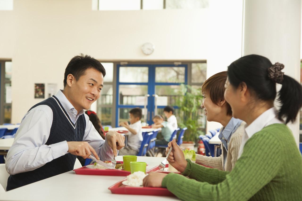 正确地进行心理上的疏导,培养学生养成健康的心理