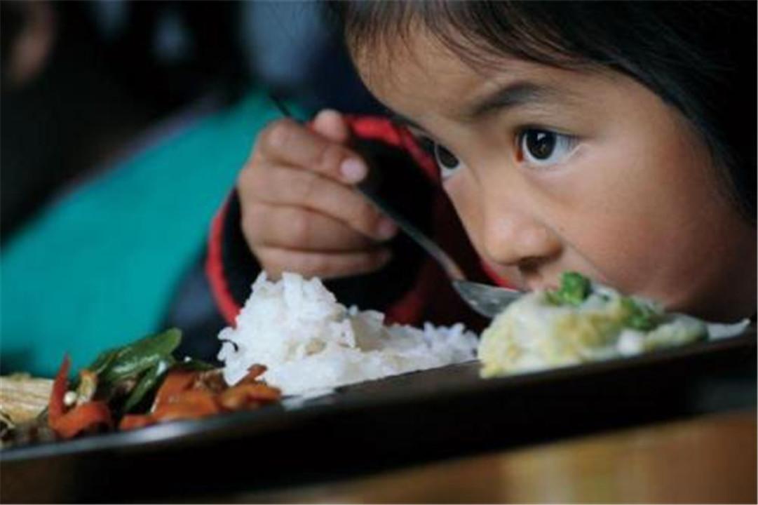 """孩子不吃饭,""""饿一顿""""就好了?父母要注意,别破坏娃的饮食规律"""