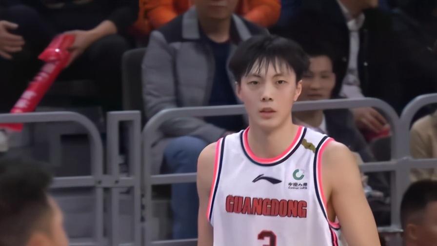 胡明轩单场砍下32分,创下个人生涯新高,广东队又一颗新星升起