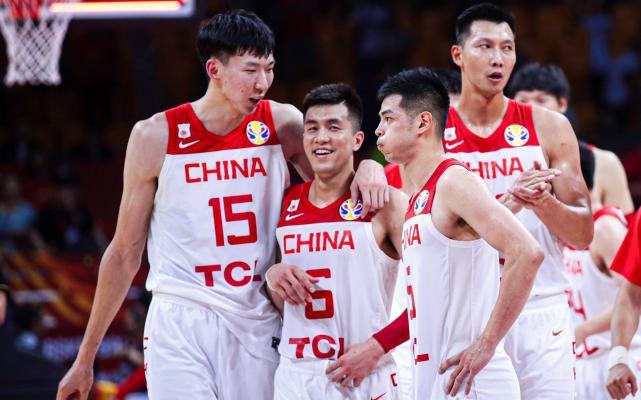 阿联郭艾伦王哲林离队!中国男篮主力仅剩一人!应该锻炼年轻球员