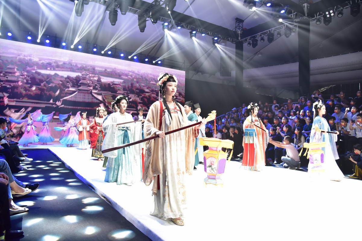 第四届河北时装周华丽启幕 时装盛宴绽放狮城