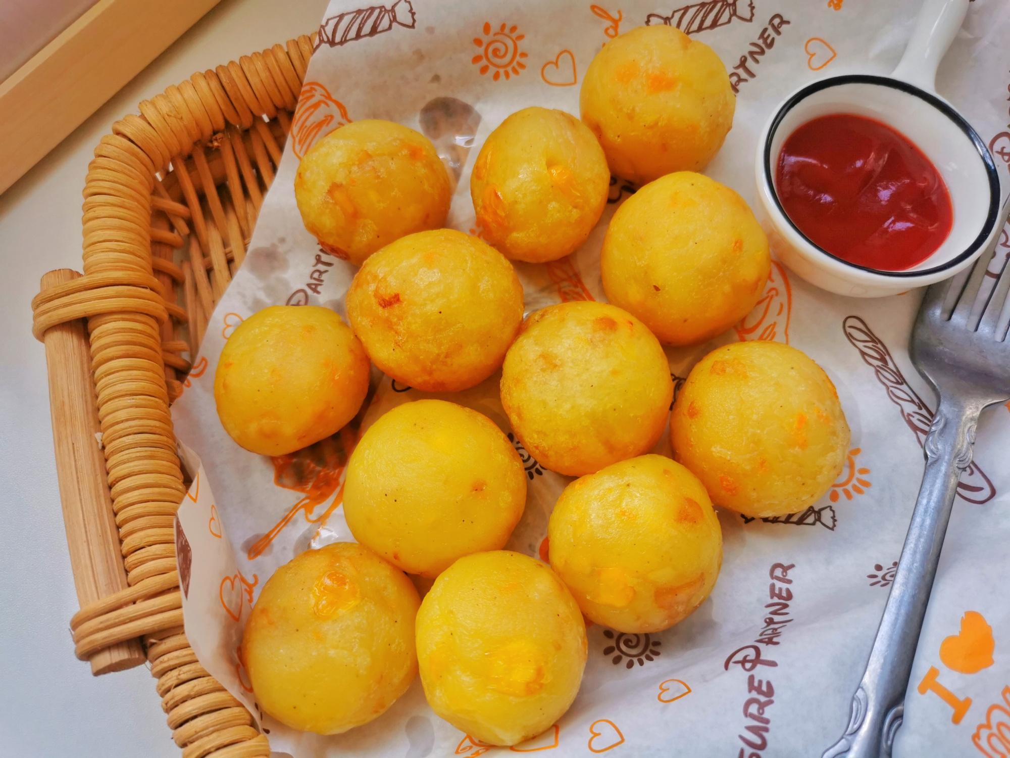 土豆又有新吃法,外酥里软还拉丝,不需要面包糠,专治夏天没食欲