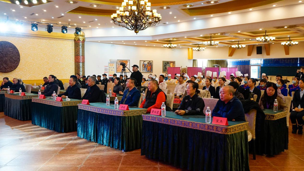 内蒙古蒙古丽宫酒店首获《中国蒙餐研发培训基地》金字招牌