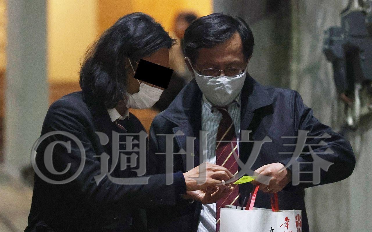 """日本首相长子""""宴请""""风波发酵,网友称""""这个国家腐败透顶"""",菅义伟支持率再创新低"""