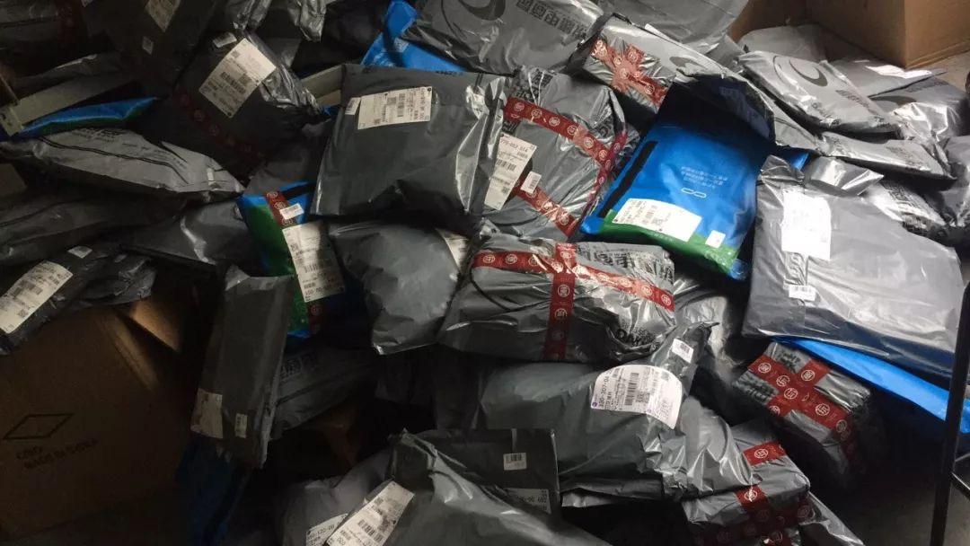 """清華學霸淪落到""""撿垃圾"""",立志讓一次性塑料袋成為過去"""