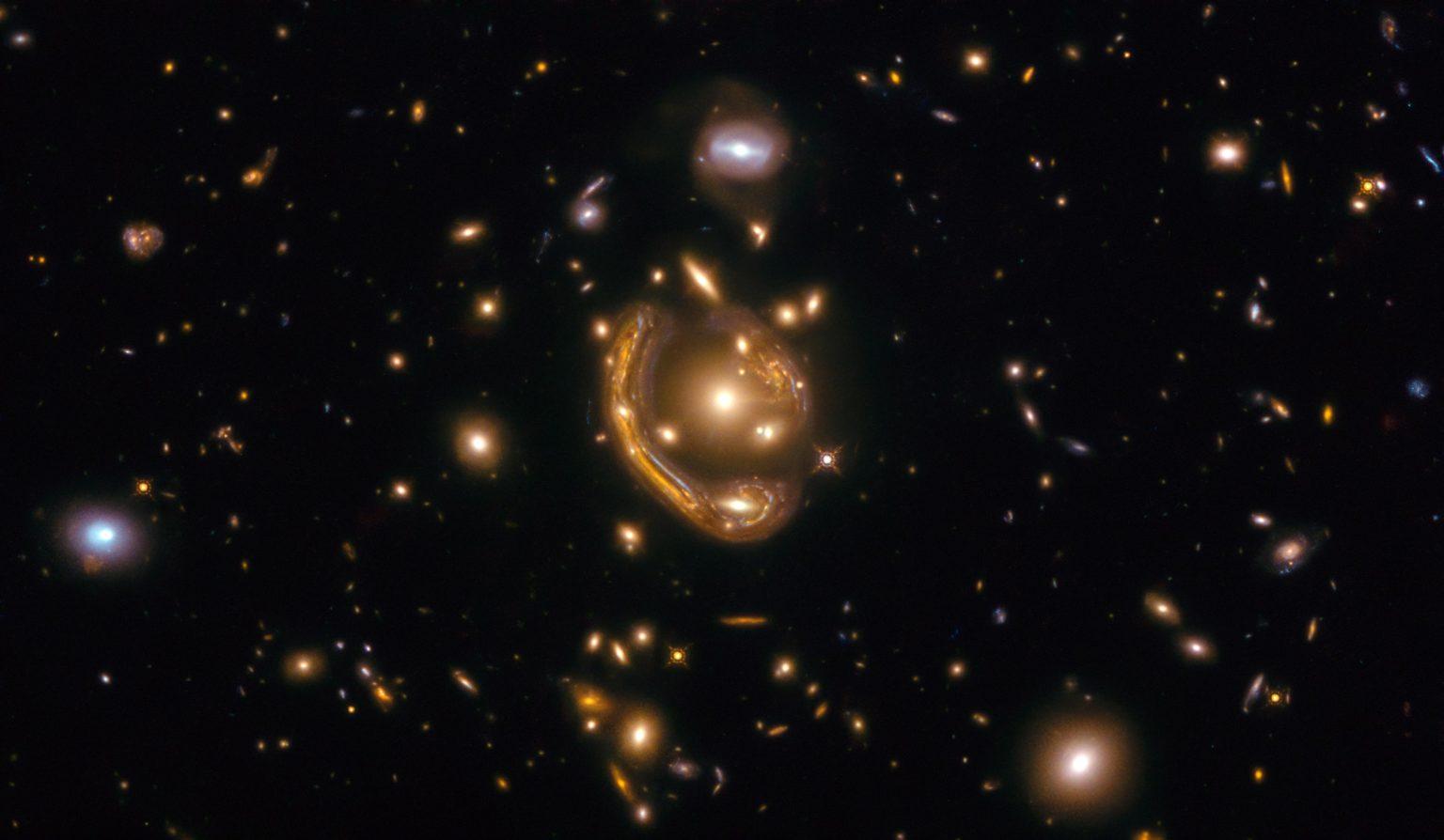 """爱因斯坦环,奇怪并罕见的天文现象,一个完美的""""实验室"""""""