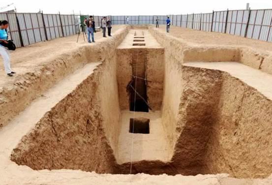 西安网友忧愁了,继地铁后机场又挖出古墓,施工队:我该何去何从