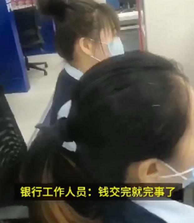"""吉林辉南县一建设银行""""捆绑销售"""",要办业务先买一包纸一斤米"""