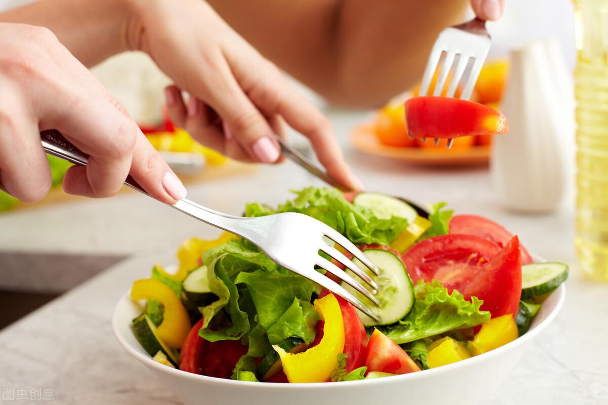 長期吃素對身體有4大危害,老年人應該怎樣合理膳食?