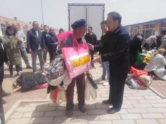 大同驰扬汽贸总经理赵振越携手大运汽车走进天镇平远堡村看望村老人