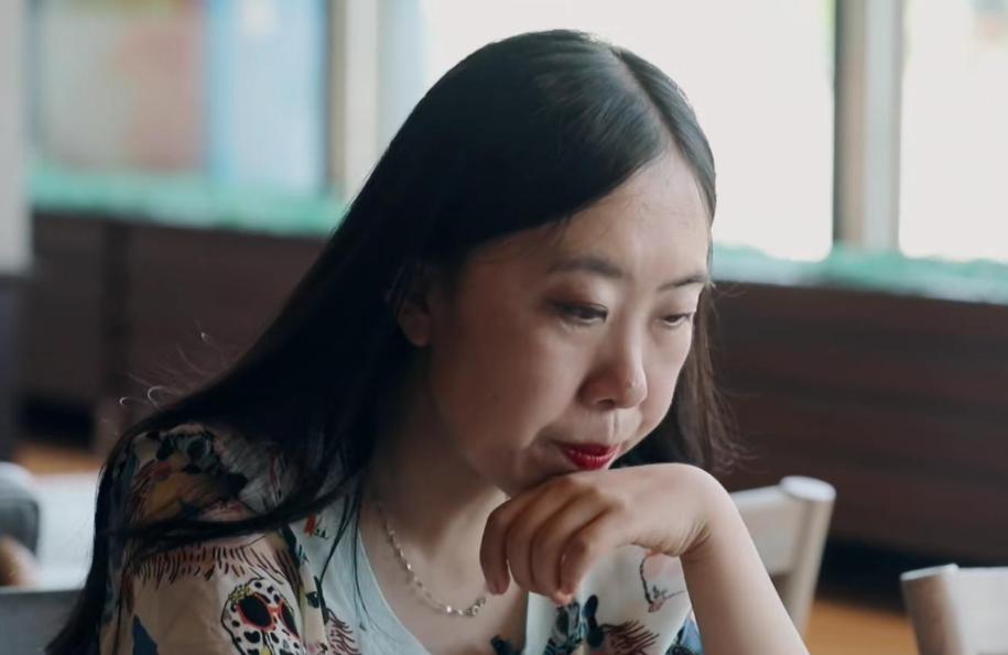 14年过去了,那个为追星逼父跳海的杨丽娟,如今过得怎样?