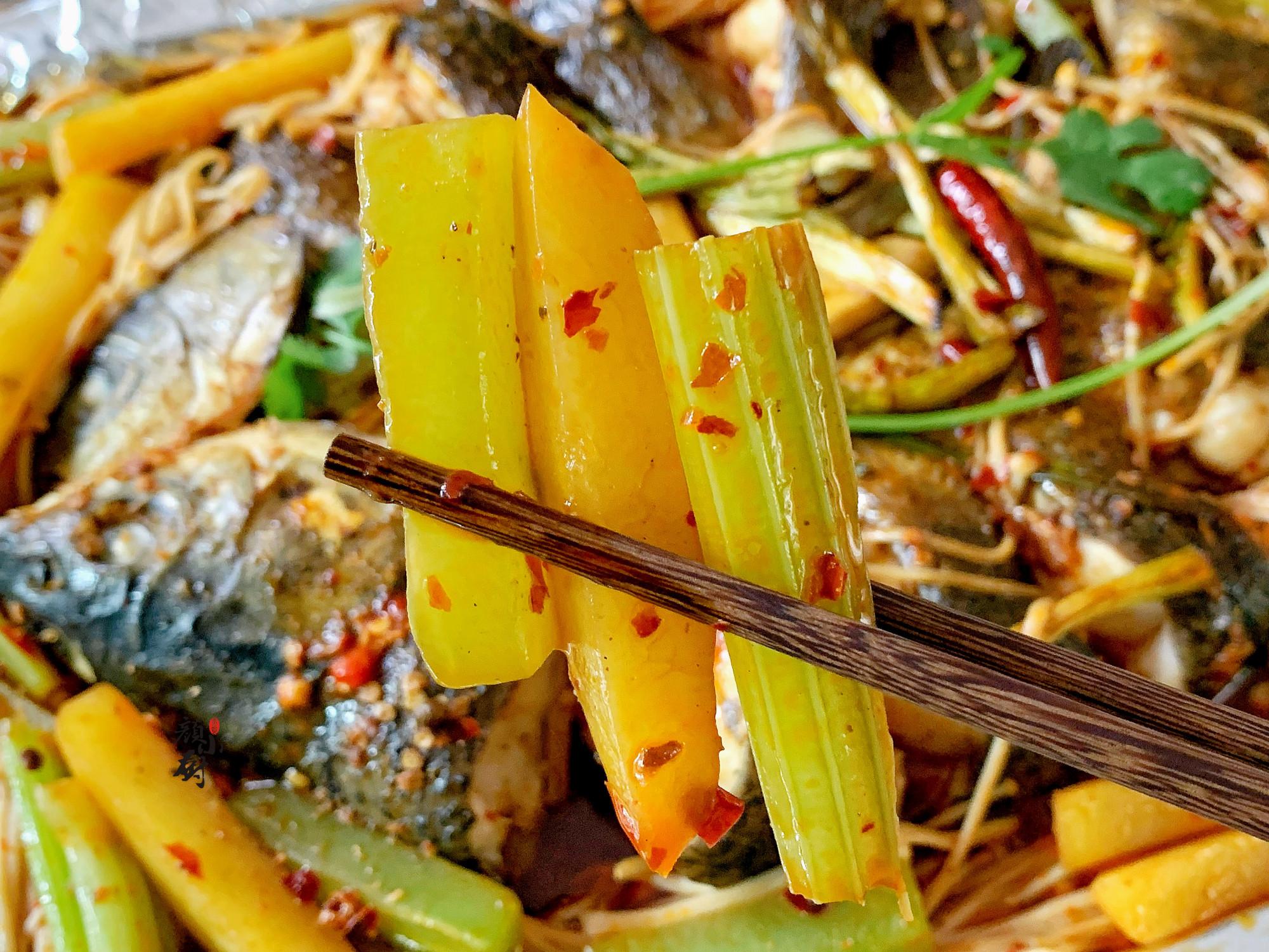 夏天,少吃猪肉多吃它,高营养高蛋白,腌好烤熟再拌入料汁,真香