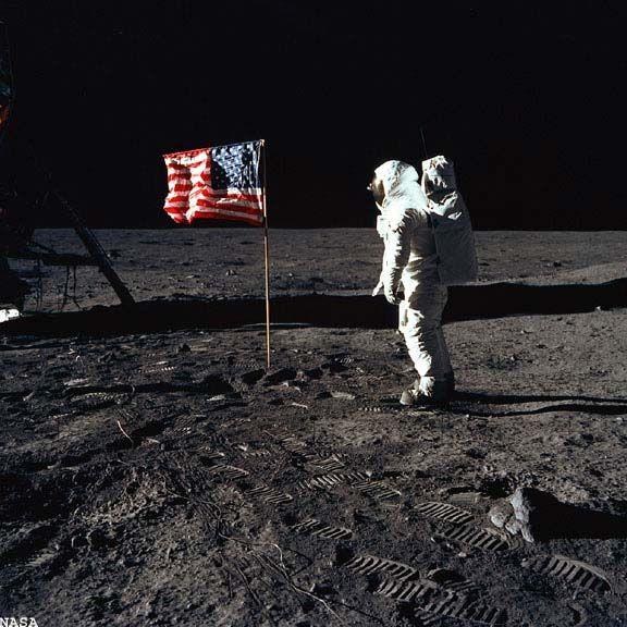 这7个宇宙阴谋论中,美国登月造假只是其一,你还知道多少个?