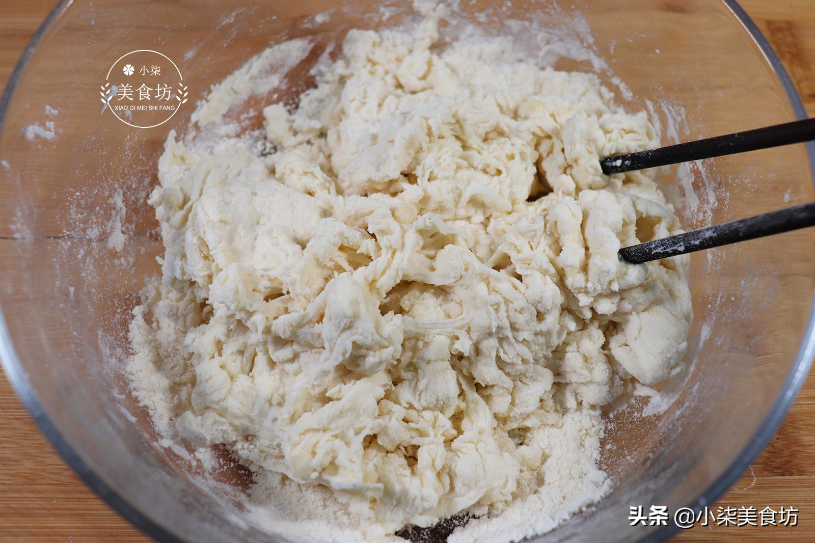 想吃小酥饼不用排队了,教你在家做,不用烤箱,个个酥脆掉渣,香 美食做法 第4张