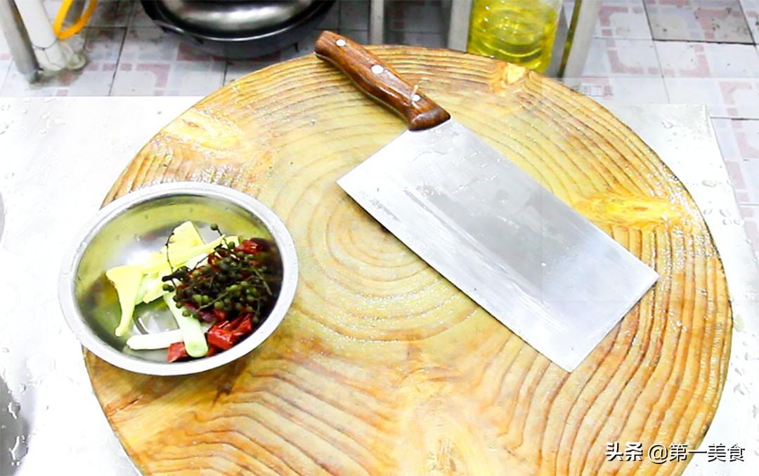 厨师长分享地道酸菜鱼,汤汁鲜香又开胃,鱼片嫩白又不腥 美食做法 第9张