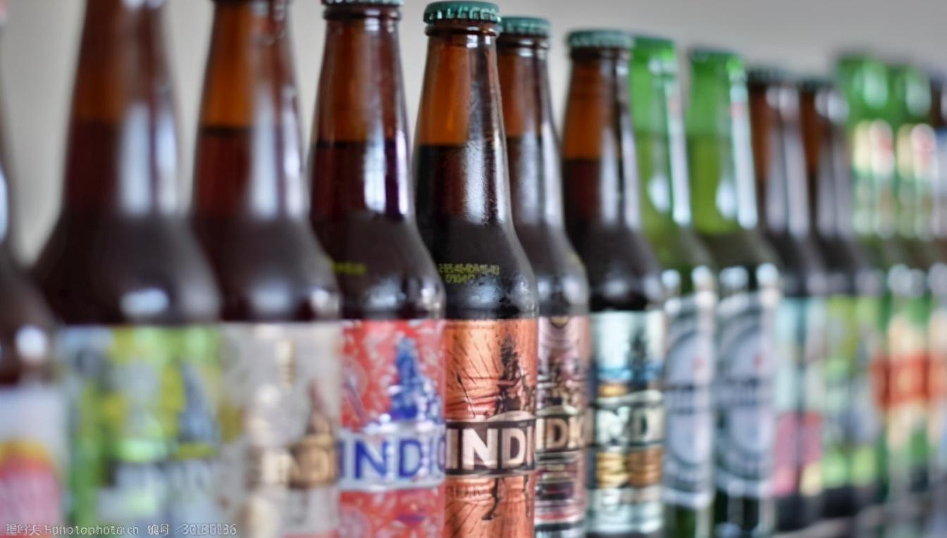 为什么绝大多数白酒都是透明瓶子,而啤酒都是深色瓶子呢