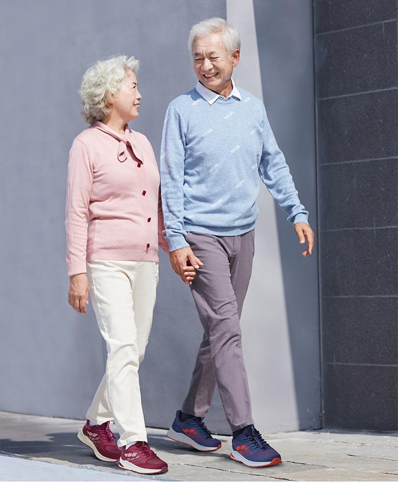 足力健老人鞋 五一出游好选择 让父母舒心过假期