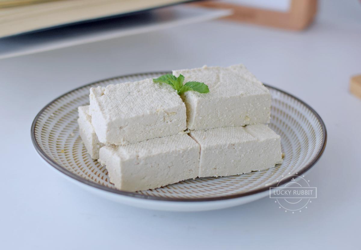 第一次做豆腐就成功,不用滷水不用石膏,豆香十足,比買的好吃