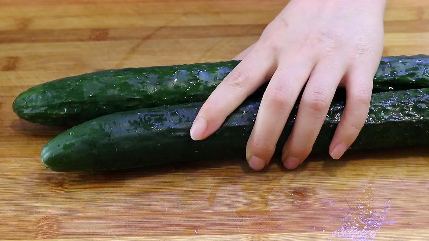 凉拌黄瓜吃了30年,这做法最好吃,上桌全家抢着吃,超简单 美食做法 第1张