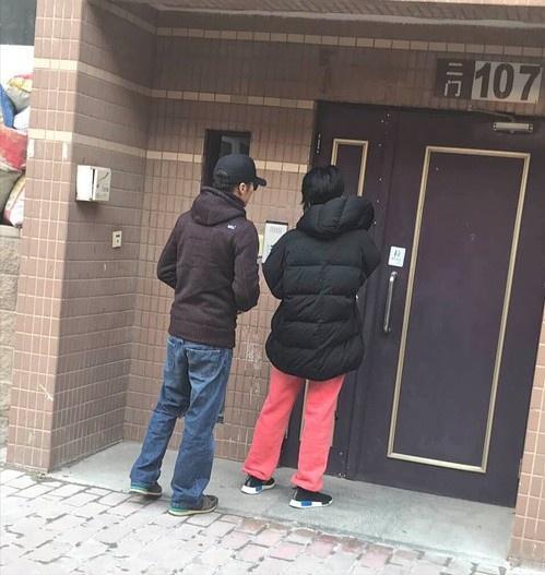 谢霆锋王菲高调秀恩爱,聚餐后甜蜜牵手同行共返爱巢!喜事将近?