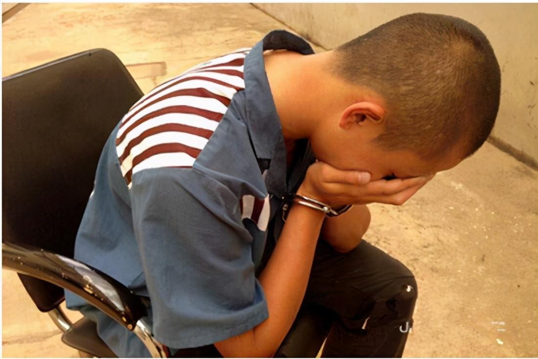 15岁学生被人抢劫活埋,这些杀人的学生会怎么判?
