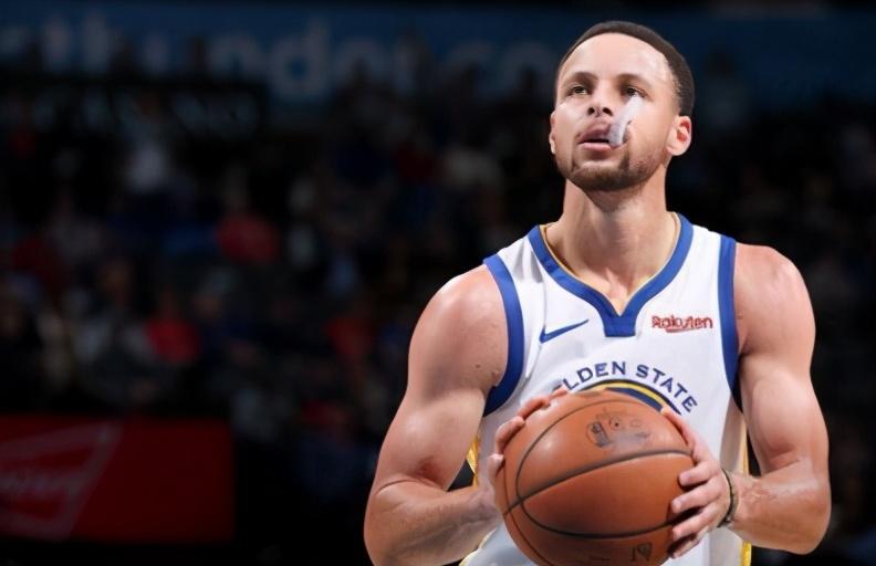 七圖細看柯瑞身材變化,從竹竿變成肌肉男,汗水成就了他的偉大!-黑特籃球-NBA新聞影音圖片分享社區